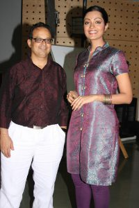 Dr-Mukul-Dabholkar-with-Celebrity-Sheena-Chohan-winner-of-Title-I-am-She,I-am-Voice-at-Miss-Universe-2010