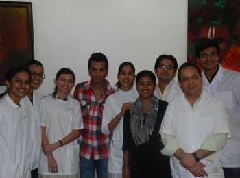 Dr.-Mukul-Dabholkar-&-staff-with-India's-leading-designer-Mr.-Vikram-Phadnis
