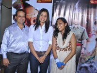 Dr.-Mukul-dabholkar,-Marathi-Actress-Mansi-Salvi-and-Miss-Sasha-Dabholkar-at-The-Premier-Of-Sadaraklshannay