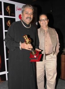 Hariharan-and-Dr.Mukul-Dabholkar-at-Hariharan-Zakhir-Hussains-Hazir-2-music-album-launch-at-Rude-Lounge