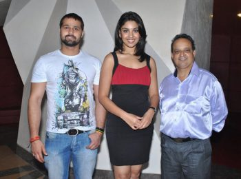 Sufi-Singer-Mudasir-Ali-Model-Richa-Gangopadhyay-Dr.-Mukul-At-The-Premier-Of-Sadaraklshannay